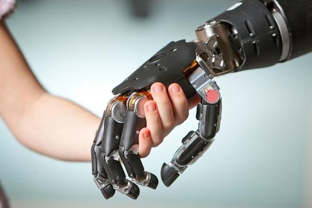 Ученые создали самый совершенный протез руки