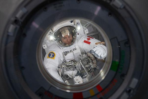Астронавты-близнецы участвуют в медицинском эксперименте