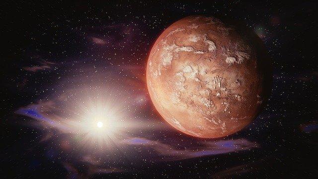 На поверхности Марса обнаружили потенциально обитаемую дыру