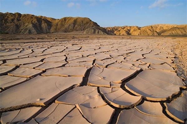 Земная поверхность непрерывно и медленно меняется