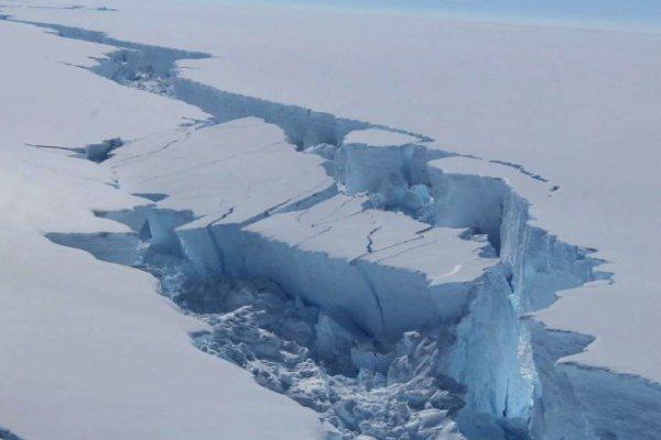 Ледяной шельф Антарктики стремительно разрушается