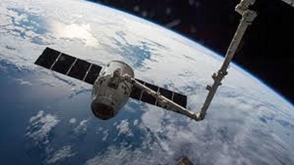 Космический корабль Crew Dragon может быть опасен для МКС