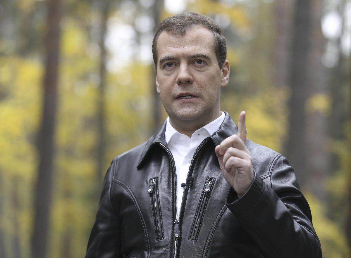 Медведев осмотрел лесопожарную спецтехнику в Чите