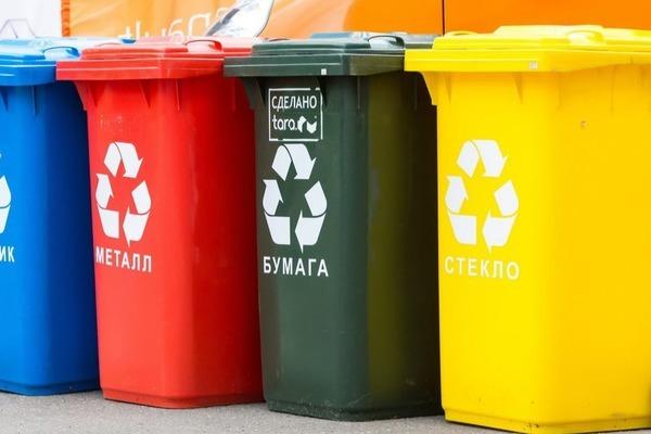 В Волжске старые мусорные баки заменили евроконтейнерами