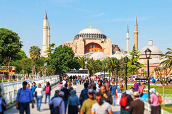 В Стамбуле за проезд в общественном транспорте можно заплатить ... мусором