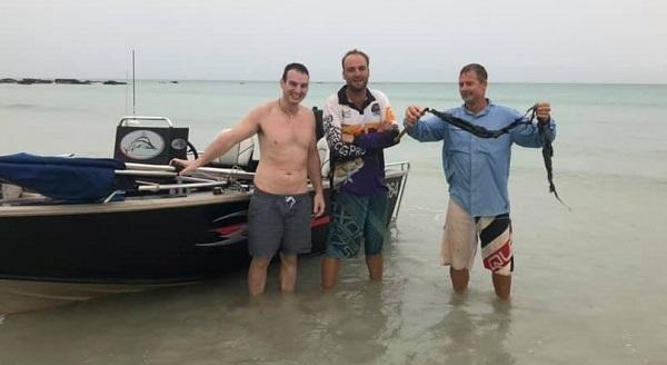 От молнии рыбаков спасла удочка