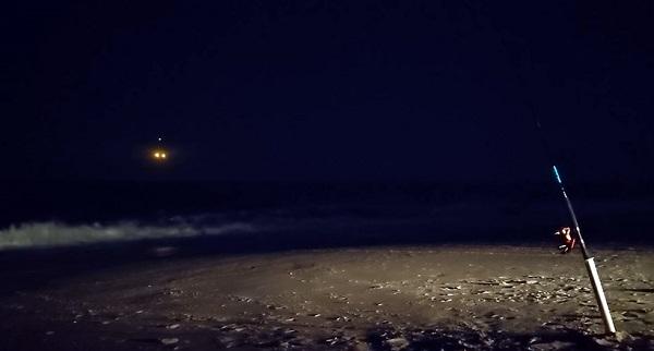 Очередные яркие НЛО засняли на видео американские рыбаки