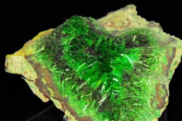 Почему мы представляем, что радиоактивные элементы зеленого цвета?