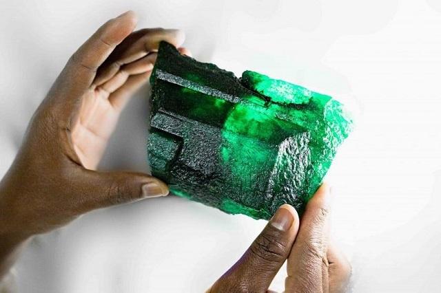 В Замбии появился 5 655-каратный изумруд