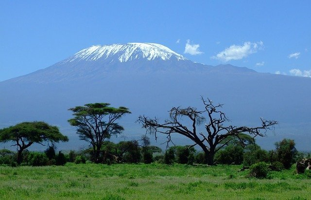 В Танзании найдены наскальные изображения существ с огромными головами