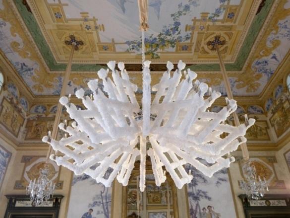 Чешские дизайнеры вырастили светильник в химической лаборатории