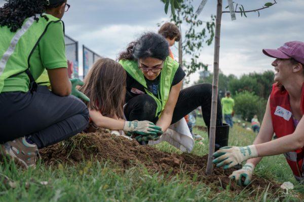 Филиппинские выпускники, согласно закону, будут высаживать по десять деревьев каждый