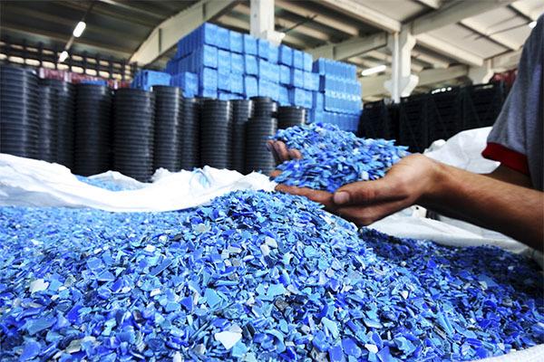 Ученые изобрели пластик, который перерабатывается бесконечное число раз