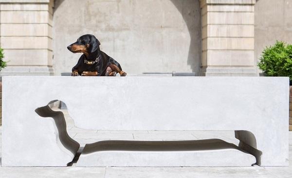 В Лондоне появились необычные скамейки