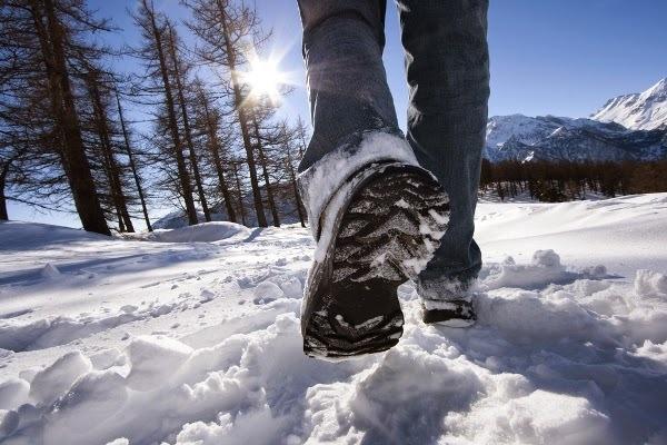 Специальное покрытие подошвы ботинок превращает энергию снега в электричество