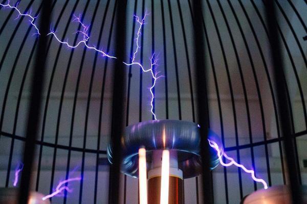 Откуда берется статическое электричество и как оно работает