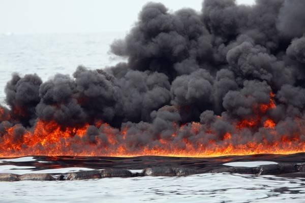 Чтобы убрать разлив нефти, нужно сжечь его