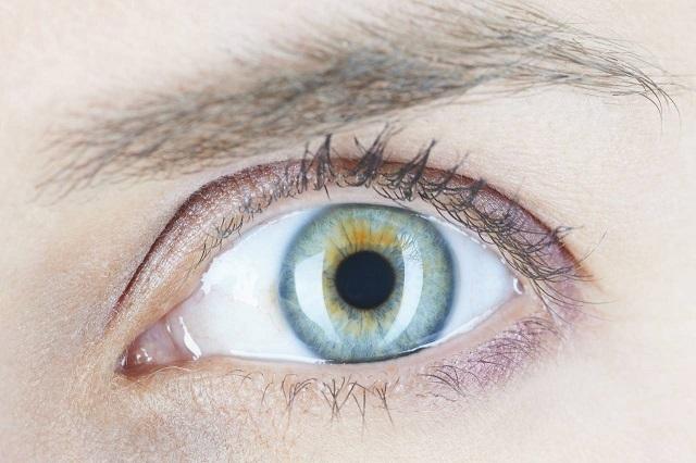 Линзы с шипами: необычный способ лечения заболевания глаз