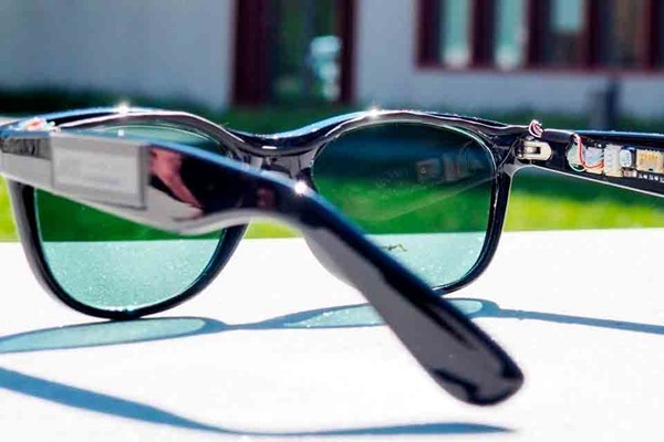 Созданы очки, вырабатывающие энергию от солнца