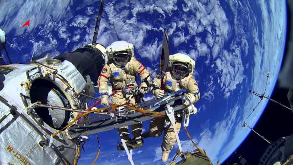 Рогозин: космонавтов вооружат к 2021 году