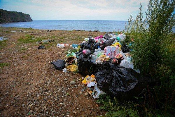 Берега рек Магадана очистили от мусора в рамках акции