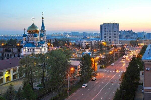 Население Омска пожаловалось на неприятный химический запах в воздухе