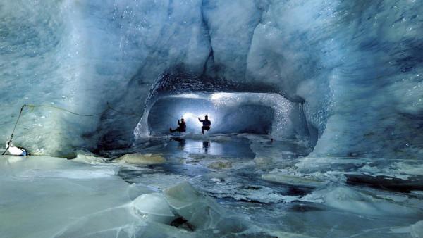 У берегов Антарктиды обнаружили секретную субмарину с сокровищами