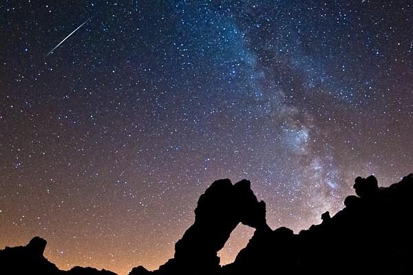 Почему небо ночью черное?
