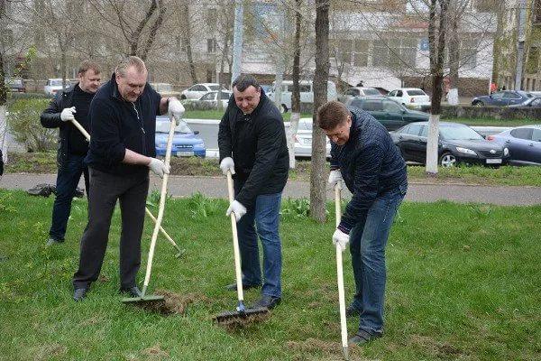Жители Оренбурга вышли на субботник в честь Всемирного дня чистоты