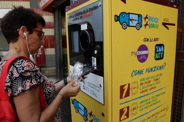 В Риме за проезд в метро можно заплатить пластиковыми бутылками
