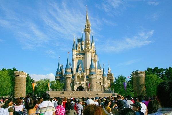 Disney полностью запретит курение на своей территории