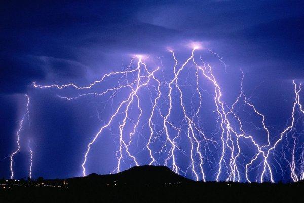 Ученые вычислили температуру молнии
