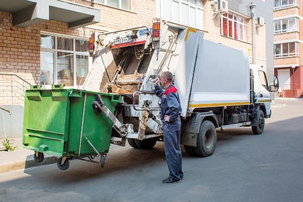 Эксперт дал оценку идее избавить детей от оплаты услуг по вывозу мусора