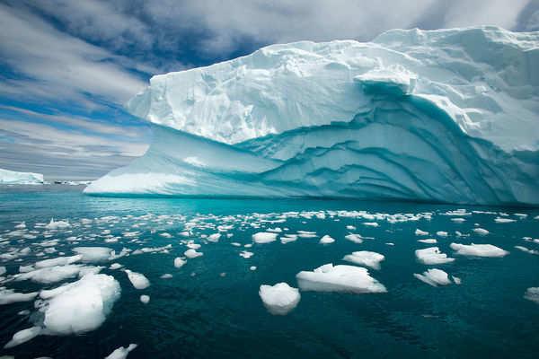 Антарктида стремительно тает из-за скрытого источника тепла