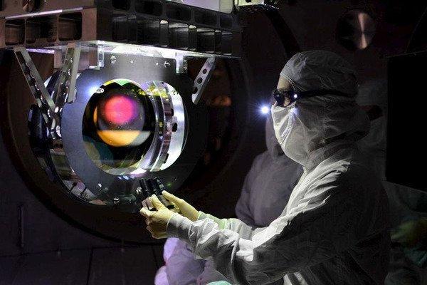 Испытания специальной теории относительности посредством атомных часов