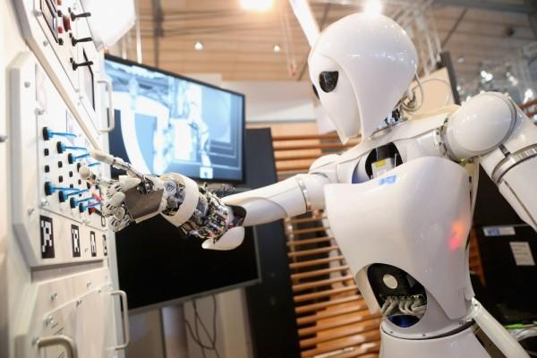Робот-кот, зеркало-визажист, переносная электростанция и другие интересные изобретения 2019 года
