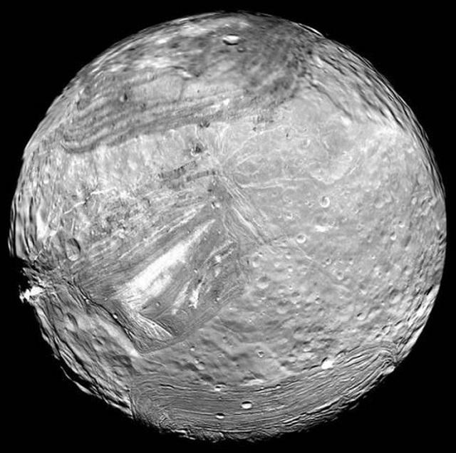 Самые невероятные луны Солнечной системы. 2929.jpeg