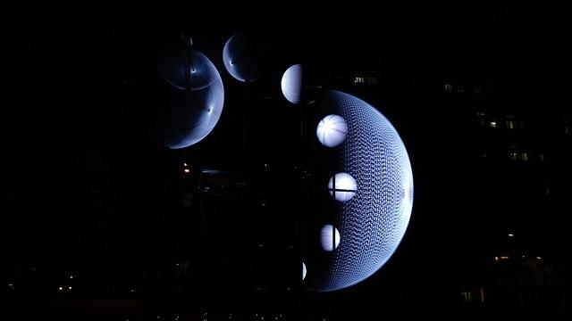 Необычная инсталляция: в небе над Тайванем можно увидеть 9 фаз луны. 2948.jpeg
