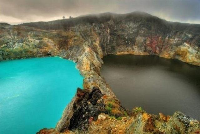 Стало известно, почему озера на Флоресе меняют цвет