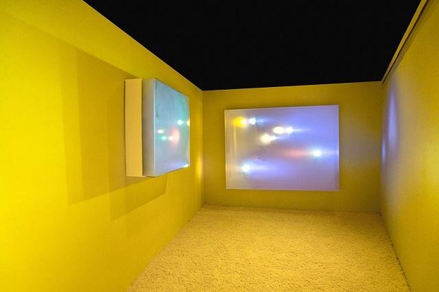 Лондонские дизайнеры создали световые объекты из плазмы и тумана