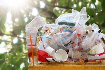 Европарламент запретил одноразовую посуду из пластика