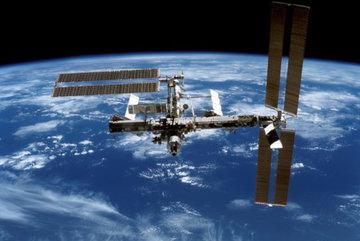 Камеры МКС зафиксировали огромное скопление НЛО около Земли