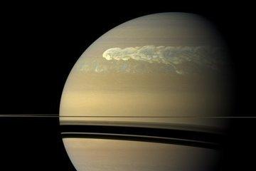 На Сатурне нашли новый тип штормов